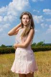 Portrait d'une belle jeune femme châtain Photo stock