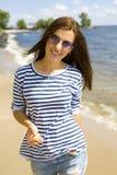 Portrait d'une belle jeune femme dans le gilet Images stock