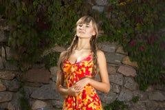 Portrait d'une belle jeune femme en nature Photo libre de droits