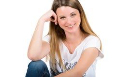 Portrait d'une belle jeune femme gaie Photographie stock libre de droits