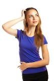 Portrait d'une belle jeune femme regardant l'appareil-photo et le SM Images libres de droits