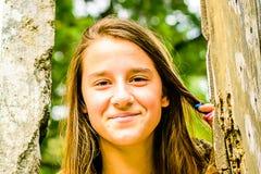 Portrait d'une belle jeune fille photo stock