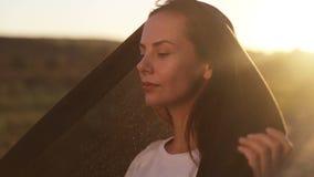 Portrait d'une belle jeune fille arabe clips vidéos