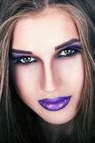 Portrait d'une belle jeune fille avec le maquillage professionnel photo libre de droits