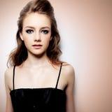 Portrait d'une belle jeune fille d'adolescent Image stock