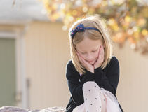 Portrait d'une belle petite fille expressive photo libre de droits