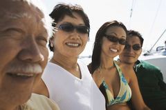 Portrait d'une famille dans le bateau Photos libres de droits