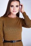 Portrait d'une femelle attirante sexy de belle jeune femme Image stock