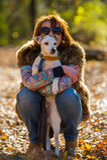 Portrait d'une femme avec un chien Photo stock