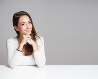 Portrait d'une femme gaie de burnette Images libres de droits