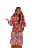 Portrait d'une femme malaise avec le kebaya sur le fond blanc Photo stock