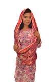 Portrait d'une femme malaise avec le kebaya sur le fond blanc Photographie stock libre de droits