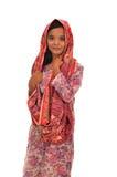 Portrait d'une femme malaise avec le kebaya sur le fond blanc Image libre de droits