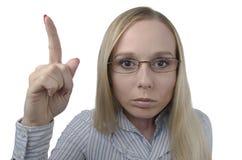 Portrait d'une femme stricte avec des verres sur un fond blanc Photos stock