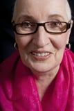 Portrait d'une femme supérieure avec le châle Photos stock