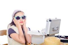 Portrait d'une fille assez petite avec des lunettes de soleil Image stock