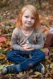 Portrait d'une fille avec des taches de rousseur image libre de droits