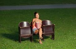 Portrait d'une fille avec le maïs éclaté Photographie stock