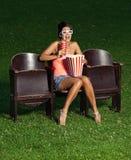Portrait d'une fille avec le maïs éclaté Photos libres de droits