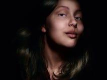 Portrait d'une fille de l'adolescence étonnée Photo libre de droits