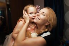 Portrait d'une fille et d'une mère images libres de droits