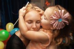 Portrait d'une fille et d'une mère image libre de droits