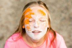 Portrait d'une fille pour le festival indien de couleurs Holi Images stock