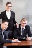Portrait d'une jeune équipe d'affaires Photos stock