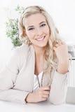 Portrait d'une jeune femme blonde attirante photos libres de droits