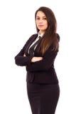Portrait d'une jeune femme d'affaires attirante avec des bras pliés Images stock