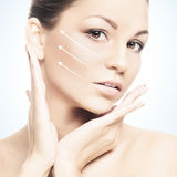 Portrait d'une jeune femme dans le maquillage et les flèches Photographie stock