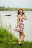 Portrait d'une jeune femme de brune Photos stock