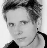 Portrait d'une jeune femme en noir et blanc Image libre de droits