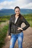 Portrait d'une jeune femme extérieure Images libres de droits