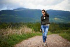 Portrait d'une jeune femme extérieure Photo stock