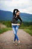 Portrait d'une jeune femme extérieure Image stock