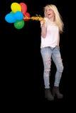Portrait d'une jeune femme heureuse avec un paquet de ballons Image stock