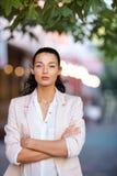 Portrait d'une jeune femme surious Photographie stock