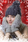 Portrait d'une jeune fille sur un fond rouge photo libre de droits