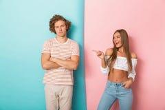 Portrait d'une jeune position de couples images libres de droits