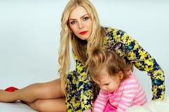 Portrait d'une jeunes mère et fille Photo libre de droits