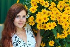 Portrait d'une jolie femme avec les yeux verts Images stock