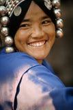 Portrait d'une jolie jeune femme de l'ethnie d'Akha photographie stock libre de droits