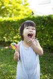 Portrait d'une petite fille avec la lucette Photo libre de droits