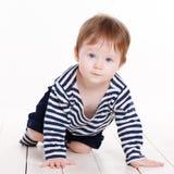 Portrait d'une petite fille sur un fond blanc Photo stock