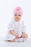 Portrait d'une séance de petite fille, d'isolement sur le fond blanc Image stock