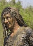 Portrait d'une saleté d'homme avec la boue Image libre de droits