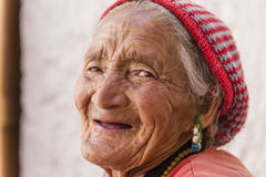 Portrait d'une vieille femme tibétaine Image libre de droits