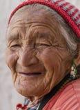 Portrait d'une vieille femme tibétaine Photographie stock