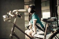 Portrait d'une voyageuse thaïlandaise asiatique mignonne de femme Photo libre de droits